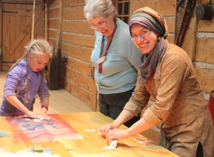 I had the opportunity to develop a felting workshop while i was at the Canoe Museum. Here we are trying it out.